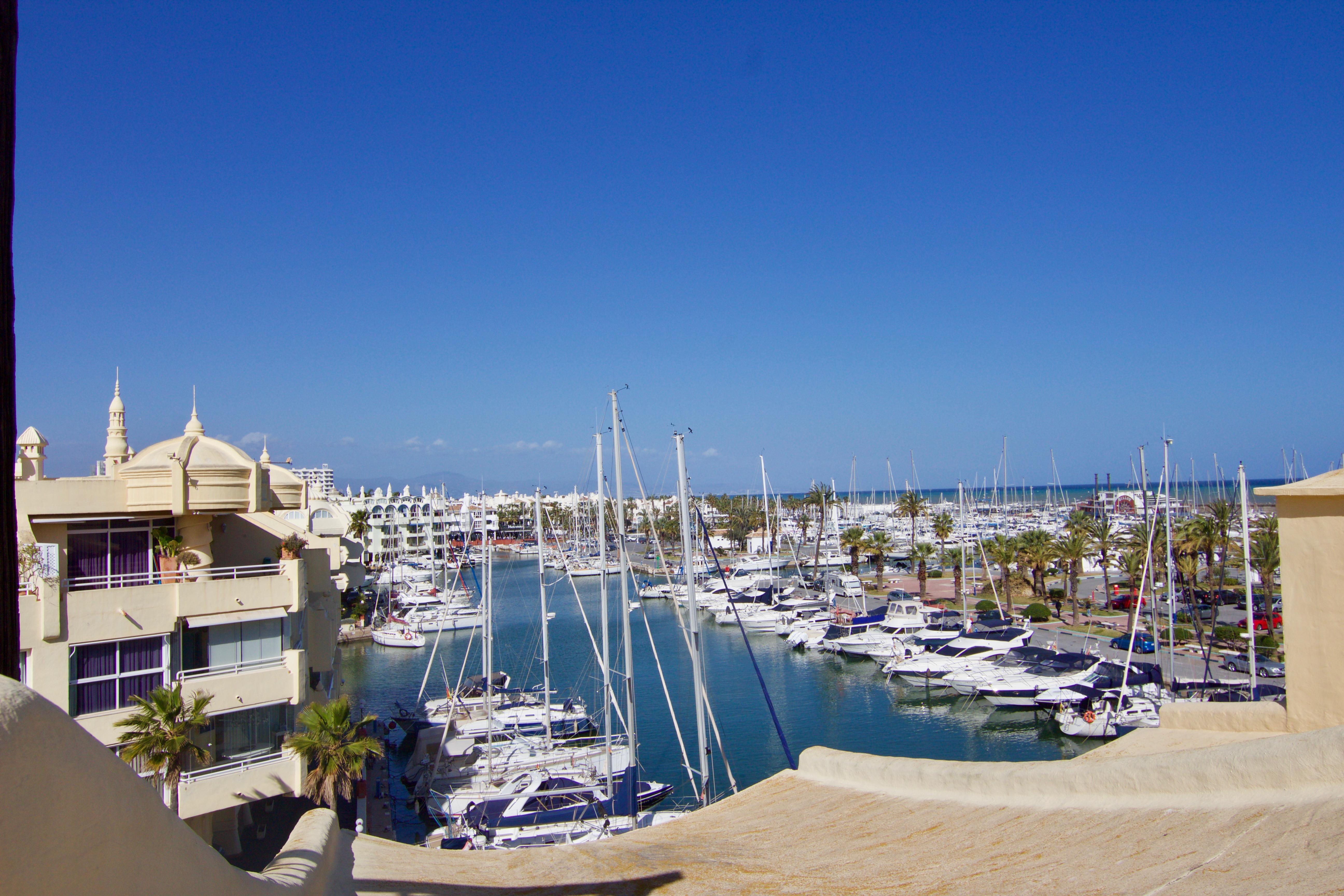 En el mismo Puerto Marina, Arroyo de la Miel