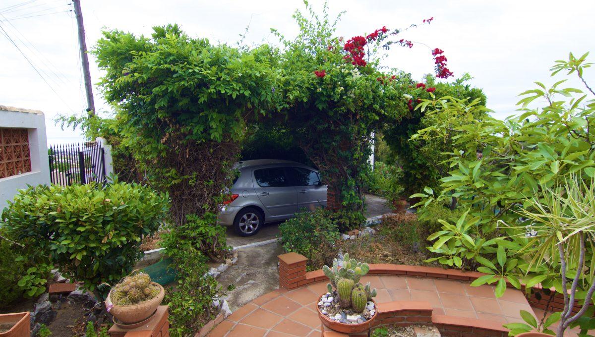 Villa con jardín y piscina