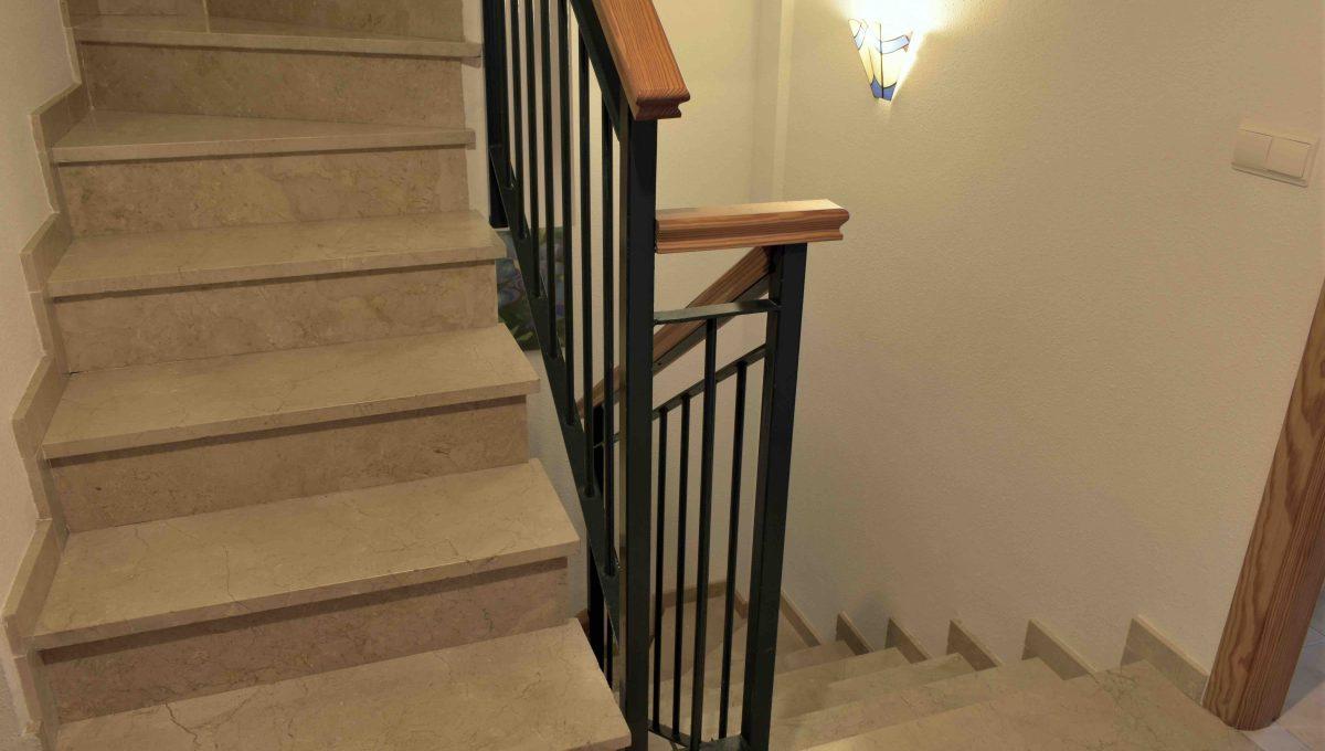 11.Escalera bajada
