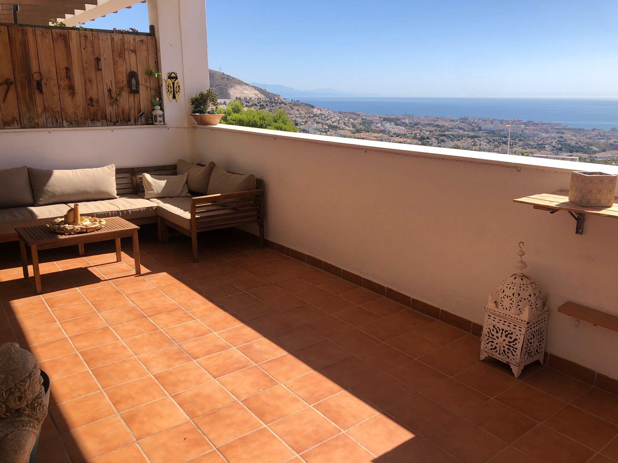 Apartamento con terraza y vistas